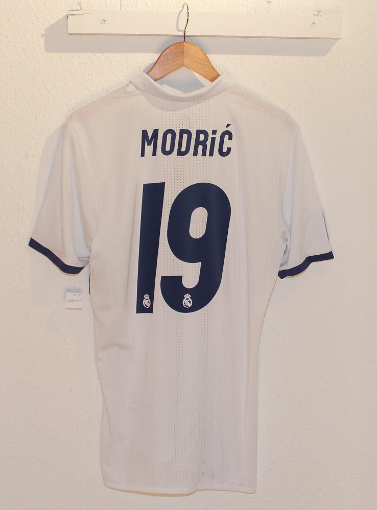 Image of   Real Madrid home jersey adizero 2016/17 - Modric 19-L