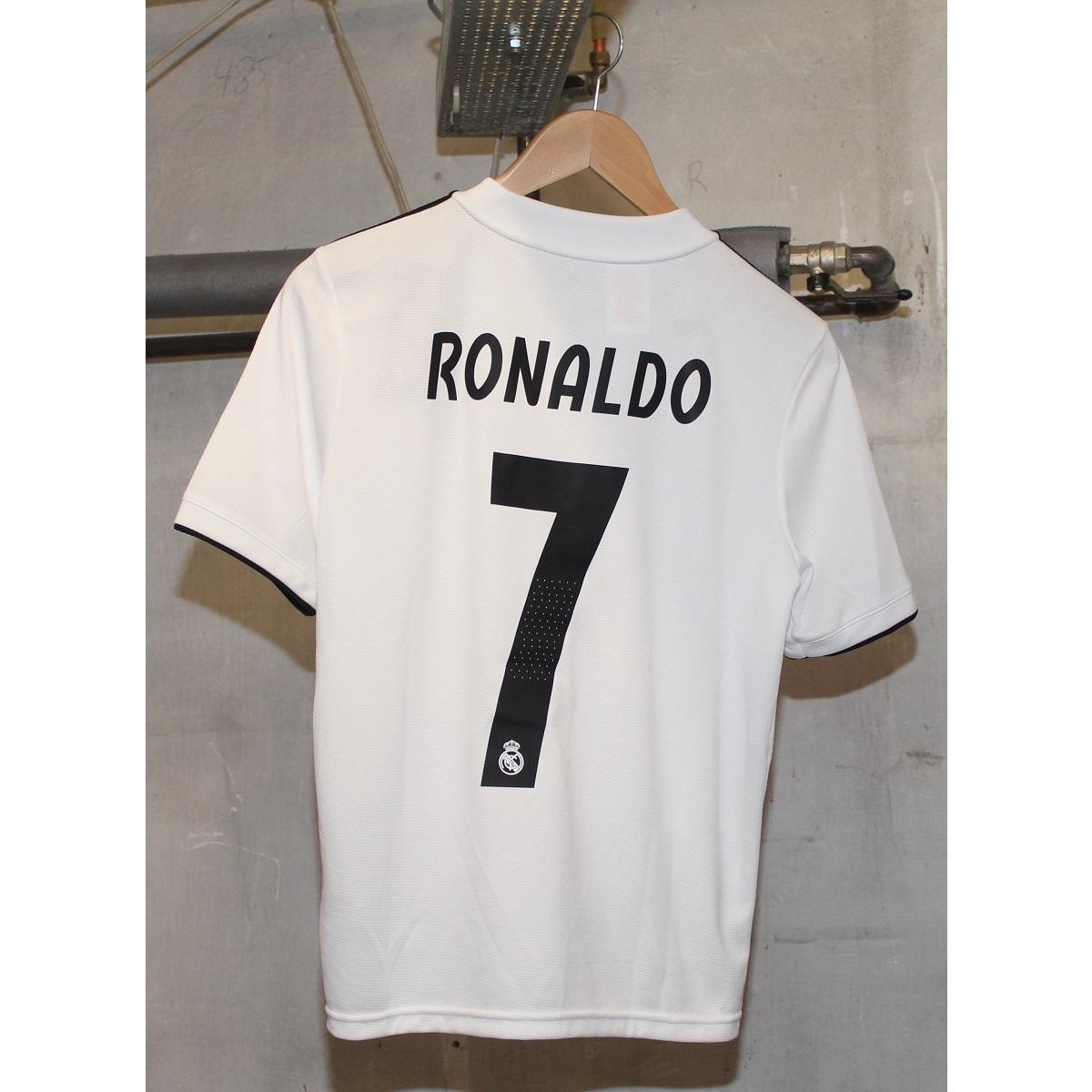 Image of   Real Madrid home jersey 2018/19 - youth - Ronaldo 7-164