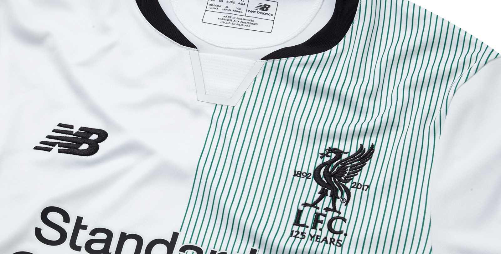 Liverpool ude trøje detaljer