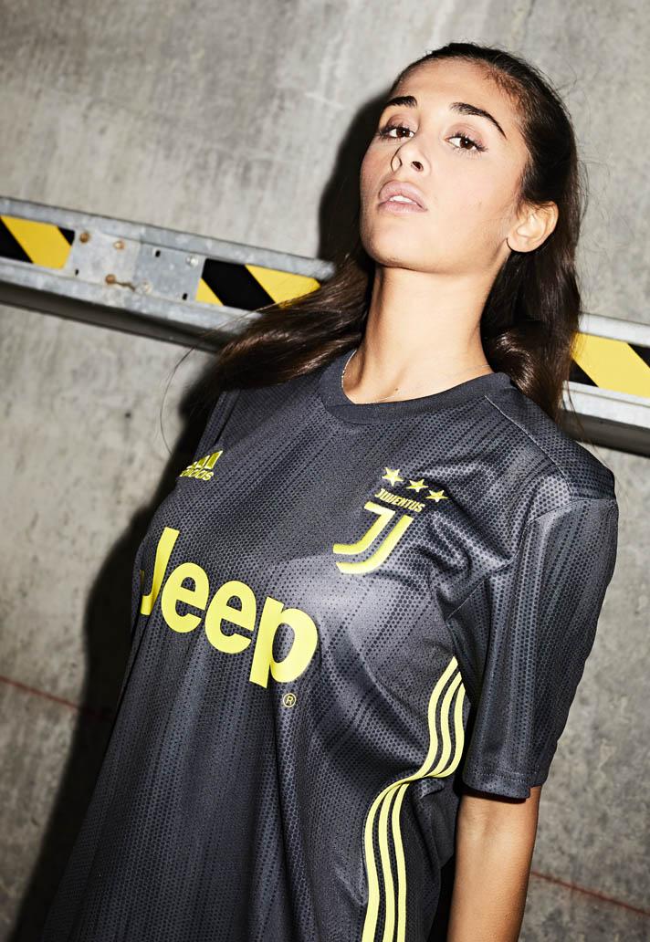 Juventus 3. trøje 18/19 - smuk stil )
