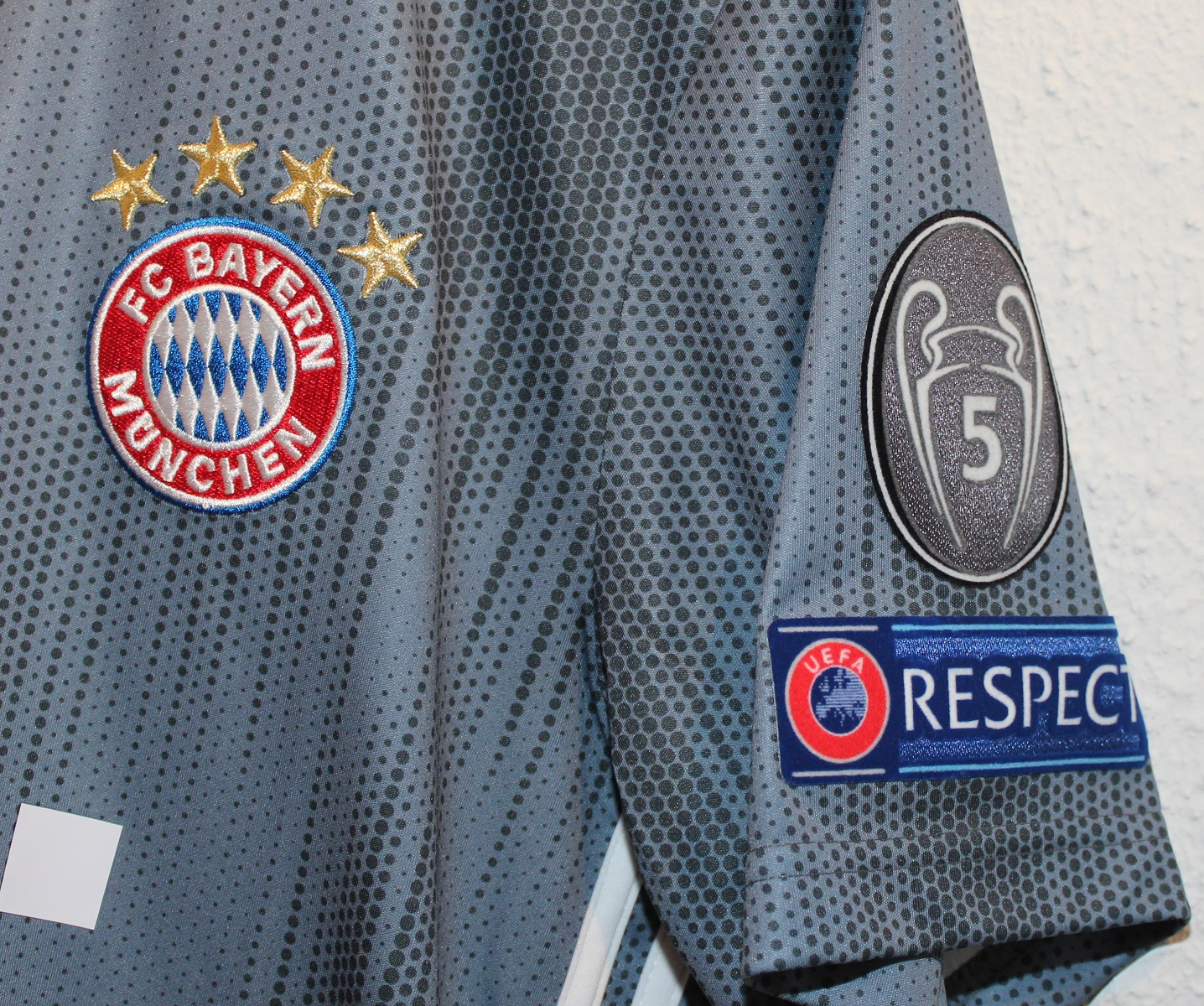 Bayern 5 Cup + Respect logoer