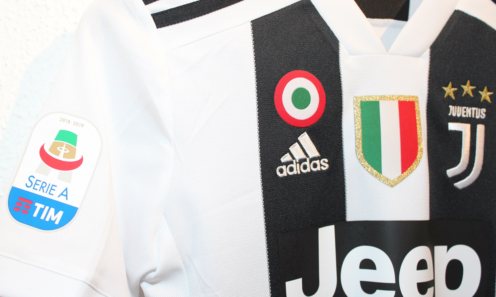 Juve trøje badges close up